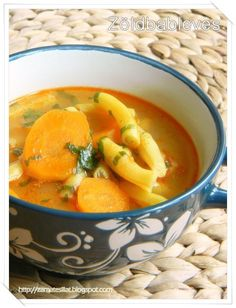 Nálunk kétféleképpen készül: tejföllel vagy anélkül, egyszer így, máskor úgy :) Finom mindkét változat. Ahogy én megszoktam, aszerint mindi... Grapefruit, Thai Red Curry, Cantaloupe, Food And Drink, Ethnic Recipes