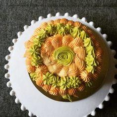 csokolades_piskota_maracujas_keremmel_tavaszra_szinezve-tortaiskola-1 (2) Cake Art, Food, Meal, Art Cakes, Essen, Hoods, Meals, Eten