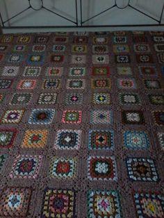 lavoro di  nonna Gina....... Gin, Blanket, Rugs, Crochet, Home Decor, Home, Farmhouse Rugs, Decoration Home, Room Decor
