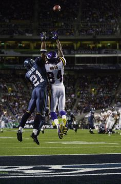 Randy Moss of the Minnesota Vikings leaps for the ball against Ken Lucas of the Seattle Seahawks during the game on September 29 2002 at Seahawks. Minnesota Vikings Football, Best Football Players, Football Art, Randy Moss Vikings, Marshall Football, Seahawks Pictures, Nfl Highlights, Nfl Photos, Superbowl Champions