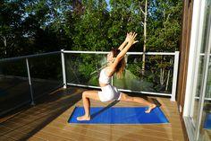 Vous êtes toujours à la recherche de trucs, d'outils ou même de routines pour vous aider à passer au travers de la transition saisonnière? Moi aussi, c'est pourquoi j'ai demandé à Nadia de nous composer une routine de yoga qui nous permettrait deprofiter des derniers rayons du soleil, mais surtout préparer notre corps au changement …