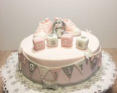 Tauftorte Mädchen Christening Cake Baby Girl Baby shower cake - Bake a Cake 2019 Baby Shower Brunch, Baby Shower Fall, Girl Shower, Baby Shower Backdrop, Baby Shower Balloons, Baby Shower Cupcakes, Shower Cakes, Christening Cake Girls, Girl Baptism