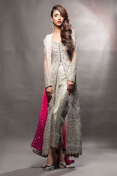 Huge Collection of International Fashion, Pakistani Fashion, Indian Fashion. Pictures, images of fashion dresses like bridal dresses. Pakistani Couture, Pakistani Outfits, Indian Outfits, Pakistani Mehndi, Pakistani Bridal, Pakistan Fashion, India Fashion, Asian Fashion, High Fashion