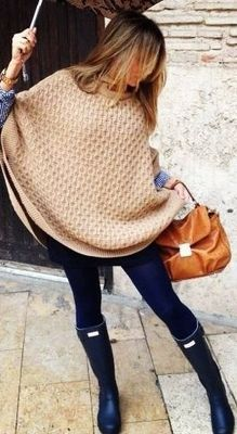 Great Autumn postpartum look: poncho. button-up shirt, leggings and boots!
