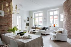 A dreamy Scandinavian apartment full of light (Daily Dream Decor) Scandinavian Apartment, Scandinavian Home, Scandinavian Windows, Brownstone Homes, Brooklyn Brownstone, Living Room Designs, Living Spaces, Appartement Design, Gravity Home