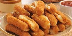This page contains mozzarella sticks recipes. Mozzarella sticks are an easy snack food or appetizer to prepare. These gooey delicious finger foods are sure to be a hit with the whole family. Wine Recipes, Real Food Recipes, Cooking Recipes, Cooking Food, Delicious Recipes, Chicken Recipes, Easy Snacks, Quick Easy Meals, Mozzarella Sticks Recipe