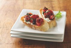 Fire Roasted Tomato and Olive Bruschetta from @Muir Glen #recipe #newyearnewyou #oliveoil