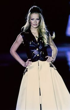 Versace Fall 1992 Ready-to-Wear Collection Photos - Vogue#77