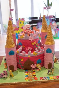 Palace Pet Party cake & toy toppers
