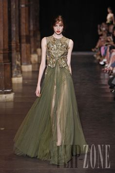 Basil Soda - Couture - Fall-winter 2012-2013 - http://www.flip-zone.net/fashion/couture-1/fashion-houses/basil-soda-2957