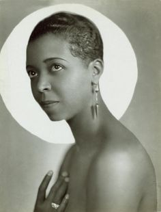 African-American blues, jazz and gospel vocalist and actress, Ethel Waters - photograph by Everett, Black Actresses, Black Actors, Black Celebrities, Classic Actresses, Hollywood Actresses, Classic Singers, Celebs, Vintage Glamour, Vintage Beauty