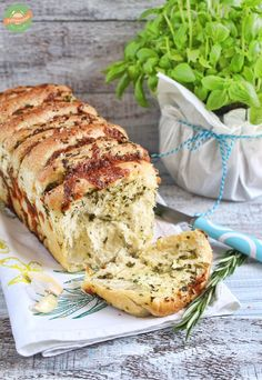 Kräuter Knoblauch Pull-Apart Bread mit Mozzarella Herb Garlic Pull-Apart Bread with Mozzarella – Eat Tumblr, Tumblr Food, Mozzarella, Raclette Originale, Pan Sin Gluten, Quiche, Paleo Meal Plan, Paleo Bread, Snacks Für Party