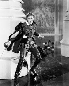 """- Errol Flynn en """"El Halcón del mar"""" (The Sea Hawk),. Hooray For Hollywood, Golden Age Of Hollywood, Hollywood Stars, Classic Hollywood, Hollywood Men, Errol Flynn, Old Movies, Great Movies, Hawk Photos"""