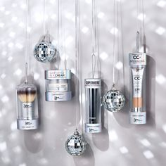 Have yourself a merry little ornament! These limited edition holiday ornaments are the perfect stocking stuffers for every IT Girl on your list! | Holiday Gift Guide | IT Cosmetics | Gifts Under $25 | Makeup Brushes