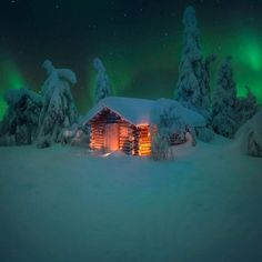 Snow Cabin, Winter Photos, Winter Wonder, Winter House, Amazing Pics, Cabin Homes, Cabins In The Woods, Winter Time, Night Skies
