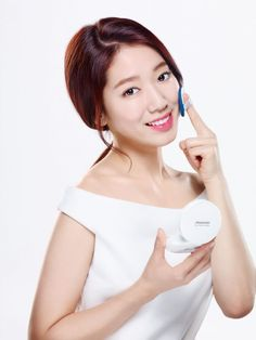 Amore Pacific's brand Aritaum will hold a 'Mamonde Peach flower cushion fan signing ceremony' in its flag shop located in Gangnam on March 19th. This event will take place from 1pm till 5pm, and there will be a make-up show, a Mamonde Zone SNS event and many more apart from Park Shin-hye's fan signing ceremony.