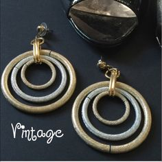 //V i n t a g e • C i r c l e • E a r r i n g s// SPARKLE!! Silver and gold circle earrings. These are metal. Beautiful.✨ Very unique. Vintage. -No trades. Vintage Jewelry Earrings