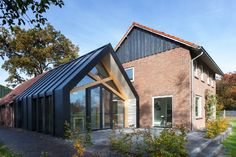 Contemporary Add-On Transforms This Dutch 50s Farmhouse - http://freshome.com/contemporary-farmhouse