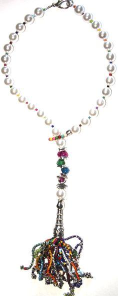 #Collar hecho a mano en hilo de algodón, rocalla, zamak, cristal, resina, piedras semi preciosas, nácar, etc. $117-90€ #handmade #necklace http://nellass.com/products/cortito.html