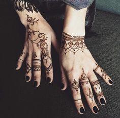 Henna artist veronica lilu