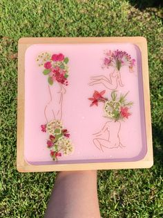 They're Blooming Wooden Tray Diy Resin Projects, Diy Resin Crafts, Diy Resin Tray, Resin Art, Paper Flowers Diy, Resin Flowers, Cute Crafts, Flower Art, Decorative Bowls