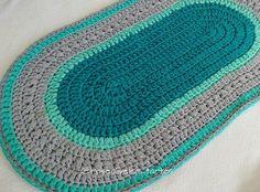 Meninas tem post no blog com esse lindão! Com direito a gráfico, dicas e o vídeo ensinando o ponto...passem lá ( link na Bio). #tapete #rugs #trapillo #fiosdemalha #crochet #tapeteoval
