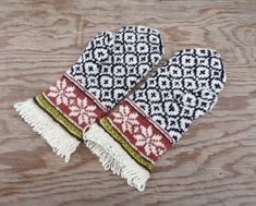 Hand knitted mittens, knit latvian mittens, knitting nordic wool mitts, hand made winter gloves, patterned white black arm warmers, muffs