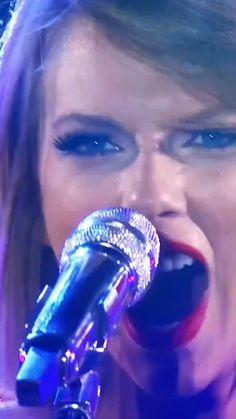 Taylor Swift Singing, Taylor Swift Music Videos, Taylor Swift Funny, Taylor Swift Concert, Taylor Swift Album, Taylor Swift Hot, Taylor Swift Quotes, Taylor Swift Pictures, Selena Gomez Music Videos