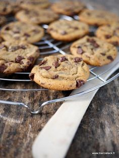 Chewy cookies, les cookies qui restent moelleux longtemps - Pin to Pin Desserts With Biscuits, Köstliche Desserts, Delicious Desserts, Dessert Recipes, Yummy Food, Brunch Recipes, Sweet Recipes, Breakfast Recipes, Chocolate Chip Cookies