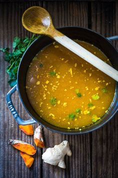 Turmeric Broth Detox Soups- A fragrant healing broth with rice noodles greens . - Turmeric Broth Detox Soups- A fragrant healing broth with rice noodles kale chickpeas and coriander - Turmeric Soup, Turmeric Detox, Fresh Turmeric, Turmeric Recipes, Detox Recipes, Soup Recipes, Cooking Recipes, Healthy Recipes, Detox Tips
