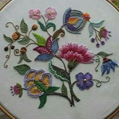 Marvelous Crewel Embroidery Long Short Soft Shading In Colors Ideas. Enchanting Crewel Embroidery Long Short Soft Shading In Colors Ideas. Bordado Jacobean, Crewel Embroidery Kits, Hardanger Embroidery, Silk Ribbon Embroidery, Vintage Embroidery, Machine Embroidery Designs, Hand Embroidery Patterns Flowers, Flower Embroidery, Bordado Floral