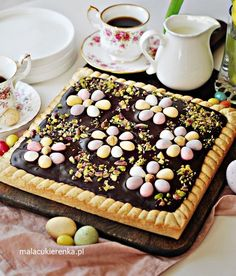 Wielkanocny Mazurek z Chałwą i Czekoladą Easter Dishes, Easter Recipes, Sweet Recipes, Food And Drink, Yummy Food, Favorite Recipes, Sweets, Cheese, Party Party