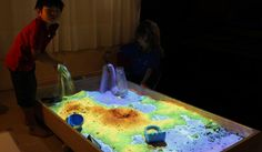 Augmented Reality (AR) Sandbox - Researchers at UC Davis bring imaginary landscapes to life with interactive projection technology. 3d Projection Mapping, Interactive Projection, Interactive Installation, Interactive Art, Visual Map, Augmented Reality, Mind Blown, Education, Awesome