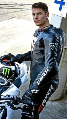 Bike Suit, Motorcycle Suit, Motorcycle Leather, Atv Gear, Motard Sexy, Bike Leathers, Leather Men, Suits, Clothes