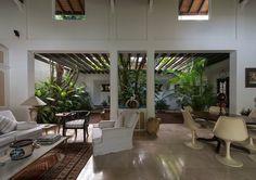 The Ratnasivaratnam House. Wood House Design, Village House Design, Cottage Design, Interior Garden, Interior Exterior, Home Interior Design, Dream House Plans, Modern House Plans, Casa Top