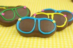 Sunglass Cookies - chocolate dipped nutter butter decorated with colored frosting Nutter Butter Cookies, Cupcake Cookies, Peanut Cookies, Edible Crafts, Food Crafts, Chocolate Dipped, Melted Chocolate, Shaped Cookie, Luau Party