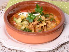 ¿Que tal una deliciosa sopa de tortilla? No te pierdas esta #sencilla #receta que te encantará.