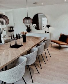 Trendy design for luxury dining room decor ideas you need to know. - Trendy design for luxury dining room decor ideas you need to know. Luxury Dining Room, Dining Room Design, Design Room, Modern Dining Table, Colorful Dining Rooms, Mirrors In Dining Room, Modern Dinning Room Ideas, Small Dining Rooms, Mid Century Modern Dining Room