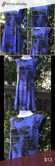🆕 Apt. 9 Beautiful Dress ! 💙 Apt. 9 beautiful sleeveless dress ! Back exposed 20 inch zipper ! Length is about 36 inches ! Armpit to armpit laying flat is about 40 inches ! 96% polyester 4% spandex ! Machine wash cold tumble low ! Dropped waist with a flare ! Beautiful blue with black and white design ! 💙 Apt. 9 Dresses