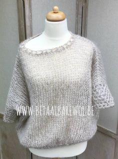 Deze trui met raglan mouw is uitgevoerd in zachte Ingenua van Katia. Met de samenstelling van 72 % mohair is deze mooi pluizig en extra zacht