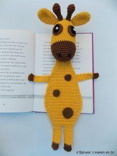 Kijk wat ik gevonden heb op Freubelweb.nl: een gratis haakpatroon van Renate's Haken Enzo om deze boekenlegger giraffe te maken https://www.freubelweb.nl/freubel-zelf/gratis-haakpatroon-boekenlegger-giraffe/