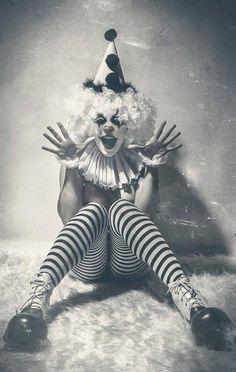 When you need a little horror in your strange. Dark Circus, Circus Art, Circus Theme, Cirque Vintage, Vintage Clown, Vintage Circus Costume, Vintage Carnival, Vintage Halloween, Gruseliger Clown