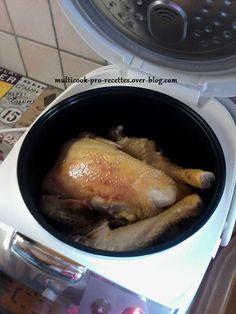 Pour un poulet entier. Au Multicook-pro: Mode VAPEUR 15 minutes, puis mode CHEF (environ 30 minutes). Au Simeo: Mode GRILL 15 minutes, puis mode FOUR 20 minutes. Ingrédients: 1 poulet entier 1 oignon 1 demi mesure d'eau 1 demi bouillon de volaille ou...