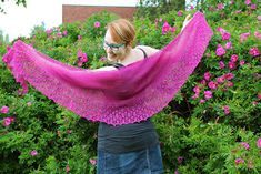 The size is totally adjustable! You may work stockinette as long as you wish. You may also repeat lace pattern as many times as you wish. Shawl Patterns, Lace Patterns, Knitting Patterns Free, Free Knitting, Free Pattern, Knitting Ideas, Crescent Shawl, Stockinette, Knitted Shawls