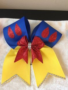 Disney inspired Minnie Mouse hair bow by BellaRayneDesigns on Etsy Snow White Hair, White Hair Bows, Diy Hair Bows, Diy Bow, Bow Hair Clips, Ribbon Art, Ribbon Bows, Cheer Bows, Cheerleading Bows