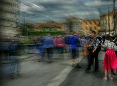 la citta'consente di vedere senza essere visti e di essere visti senza vedere.....                                            (Pisa) Le Foto di KatyB