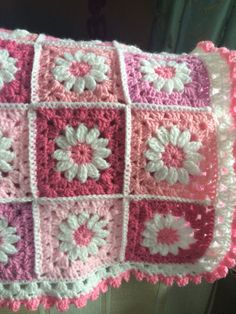 Pretty Daisy Blanket in Shades of Pink by StoryBlankets on Etsy