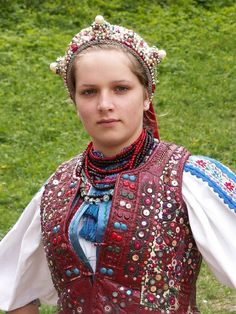 Hungarian girl in traditional clothing. (Hungary, Eastern Europe)
