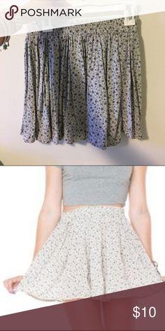 Brandy Melville flower flowy skirt Flower print and flowy Brandy Melville Skirts Mini