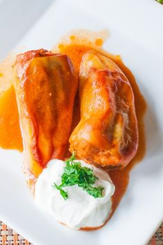 I grew up with these Romanian Stuffed Peppers (Ardei Umpluti) and to this day it's one of my favorite dishes ever. Romanian Recipes, Romanian Food, Turkish Recipes, Mince Recipes, Pork Recipes, Healthy Recipes, Healthy Food, Jo Cooks, Ground Meat Recipes